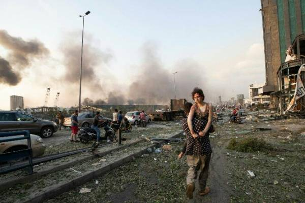 लेबनान की राजधानी बेरूत में भयंकर विस्फोट..सड़कें लाशों से पटी..!