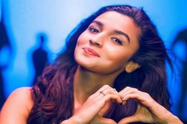 मनोरंजन:अक्षय कुमार के बेटे का दिल इस खूबसूरत अभिनेत्री पर फ़िदा.!