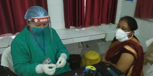Corona vaccination:फतेहपुर में चारों केंद्रों पर शुरू हुआ टीकाकरण, त्योहार जैसा उल्लास