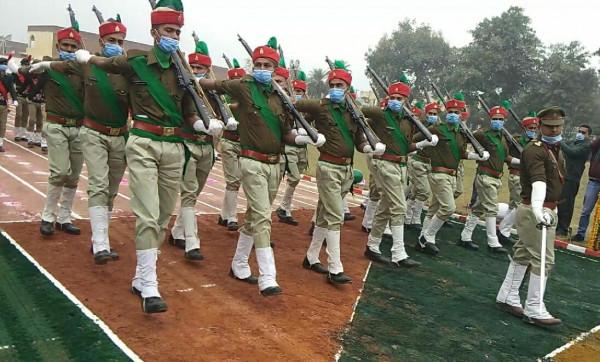 Fatehpur news:देशभक्ति से सराबोर रहा जनपद धूमधाम से मनाया गया 72वां गणतंत्र दिवस ये पुलिसकर्मी हुए सम्मानित