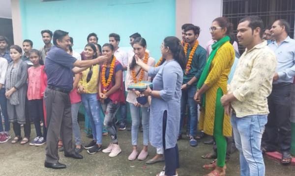 CBSE Result 2021 News In Hindi: सीबीएसई 12th का रिजल्ट घोषित इतने प्रतिशत हुए पास