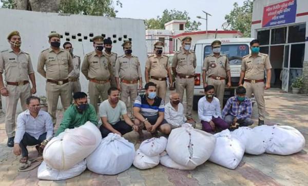 Uttar Pradesh: श्मशान और कब्रिस्तान से मरने वालों के कपड़ों की चोरी करने वाला गैंग गिरफ्तार।