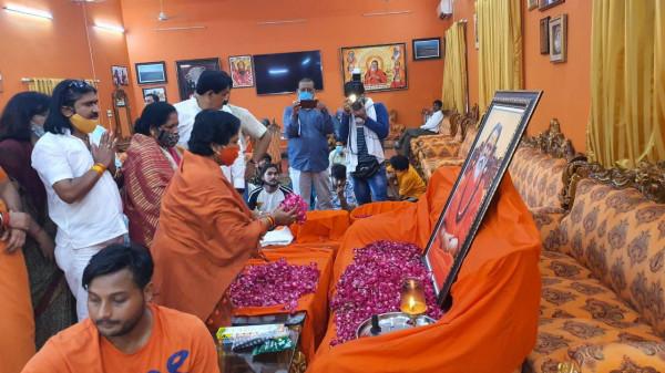 Narendra Giri Death:भावुक हुईं केंद्रीय मंत्री कहा होगी निष्पक्ष जाँच देखें वीडियो