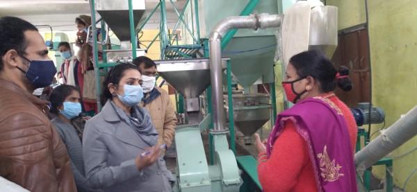 Fatehpur news:गौसपुर पुष्टाहार निर्माण इकाई का डीएम अपूर्वा दुबे ने किया निरीक्षण, दिए निर्देश