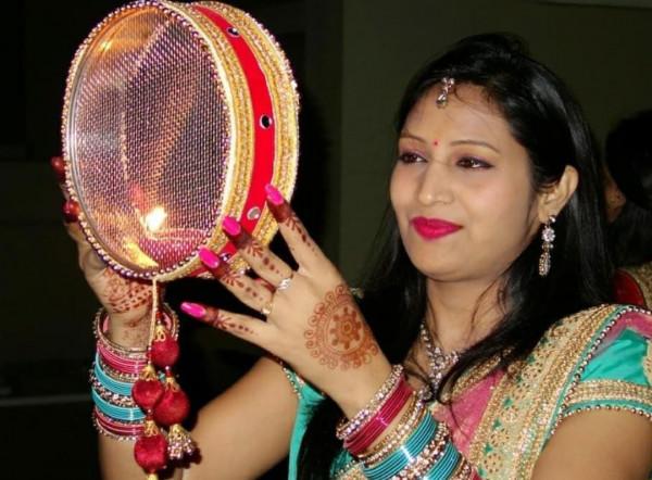 Karva Chauth 2021 Kab Hai:करवा चौथ की Date औऱ क्या है शुभ मुहूर्त जानें