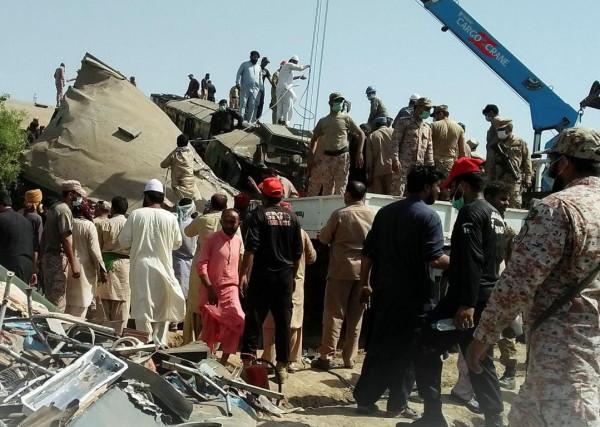 Train Accident Pakistan: आपस में टकरा गईं दो यात्री ट्रेनें 50 मौतें औऱ सैकड़ों घायल